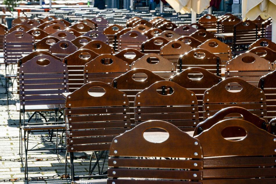 Die von der Corona-Krise schwer getroffenen Berliner Gastronomen haben sich enttäuscht über die Verordnung des Berliner Senats zu ersten Lockerungen geäußert.