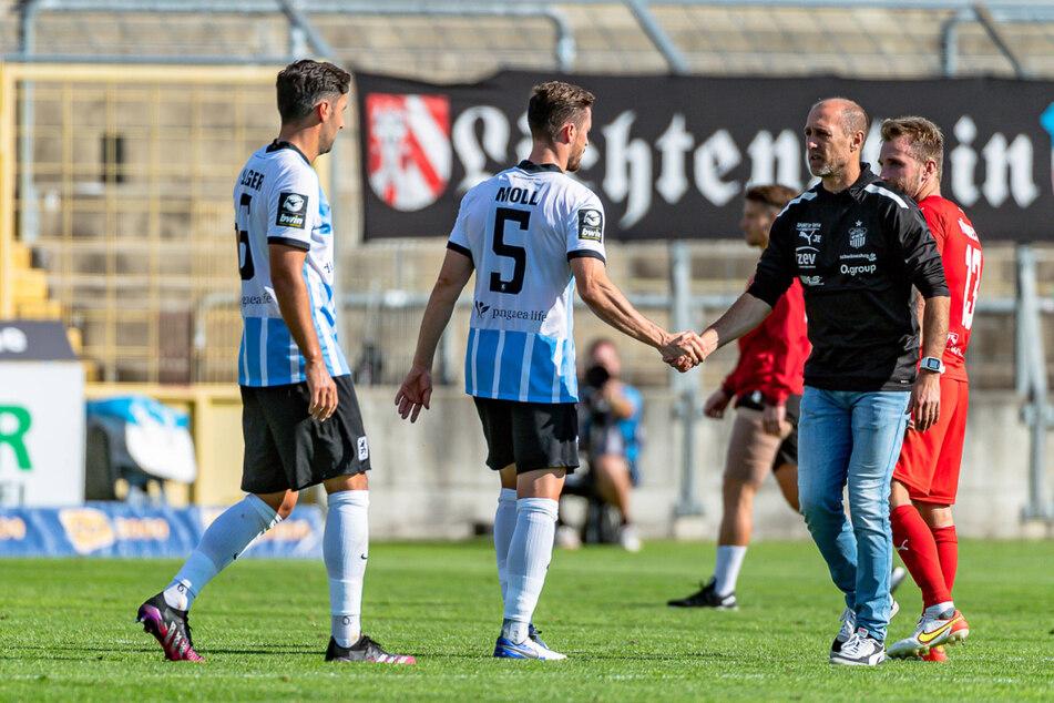 Bei 1860 München konnte sich FSV-Coach Joe Enochs (50) nach einem 2:0-Sieg von den Löwen-Kickern beglückwünschen lassen.