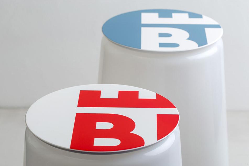 Das Bielefeld-Logo ziert nun die Sitzhocker aus ausgedienten Straßenlaternen.