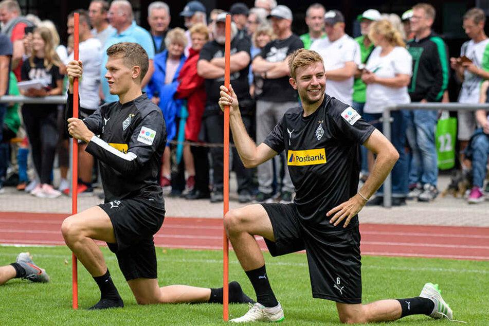 Aktuell bereitet sich Ginter (l) mit den Fohlen auf die kommende Spielzeit vor. Hier in Rottach-Egern mit Weltmeister-Kollege Christoph Kramer.