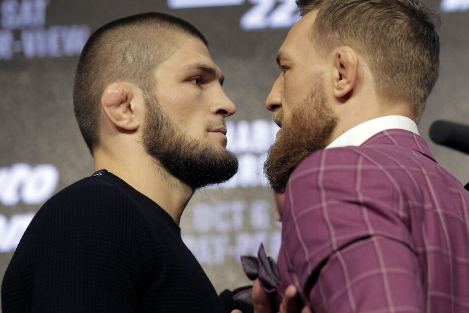 Schon bei der Pressekonferenz knisterte zwischen Nurmagomedov (li.) und McGregor die Luft.