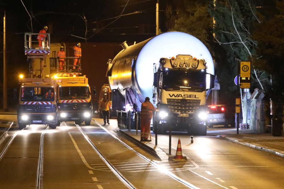 Hier rollt ein gigantischer Heiz-Koloss durch Dresden