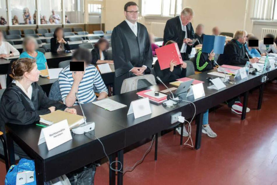 Das Verfahren vor einer Jugendstrafkammer hatte Ende August begonnen, die Öffentlichkeit wurde nach Verlesung der Anklage bis zur Urteilsverkündung ausgeschlossen.