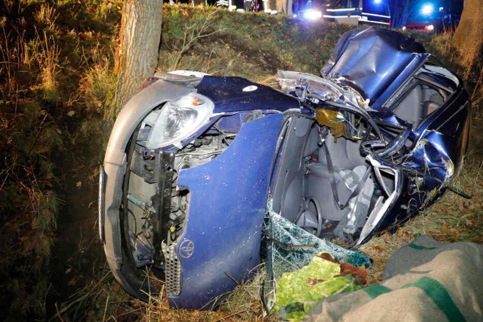 Durch den heftigen Aufprall kam die schwangere Beifahrerin ums Leben.