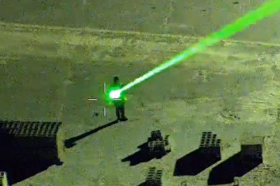 Mit einem Laserpointer soll Charlie Chapman Jr. Piloten geblendet haben.