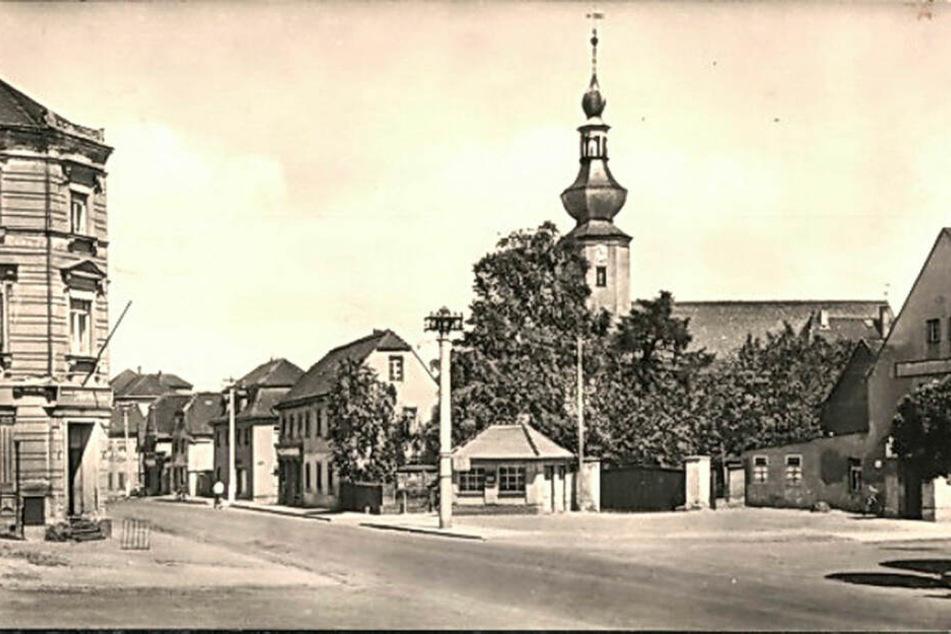 Diese historische Aufnahme zeigt die Trebsener Ortsmitte in den 1950er Jahren - mit dem damals neu errichteten Buswartehäuschen, das seinerzeit sogar über beheizte Toiletten verfügte.