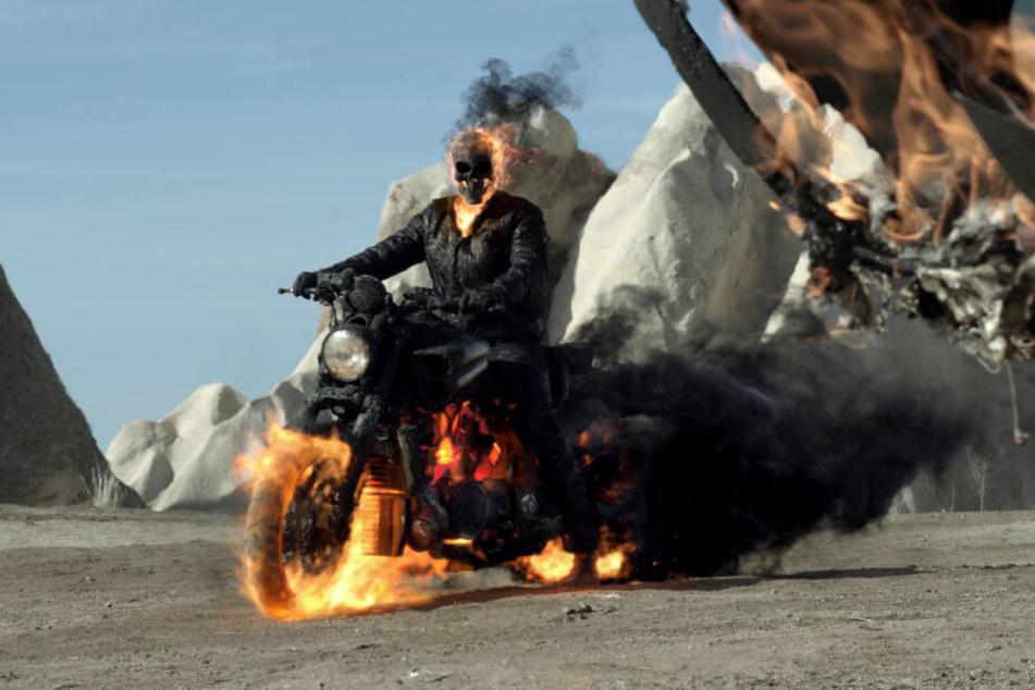 """US-Star Nicolas Cage als Ghost Rider in einer Szene aus Teil zwei der Filme, """"Ghost Rider: Spirit of Vengeance""""."""