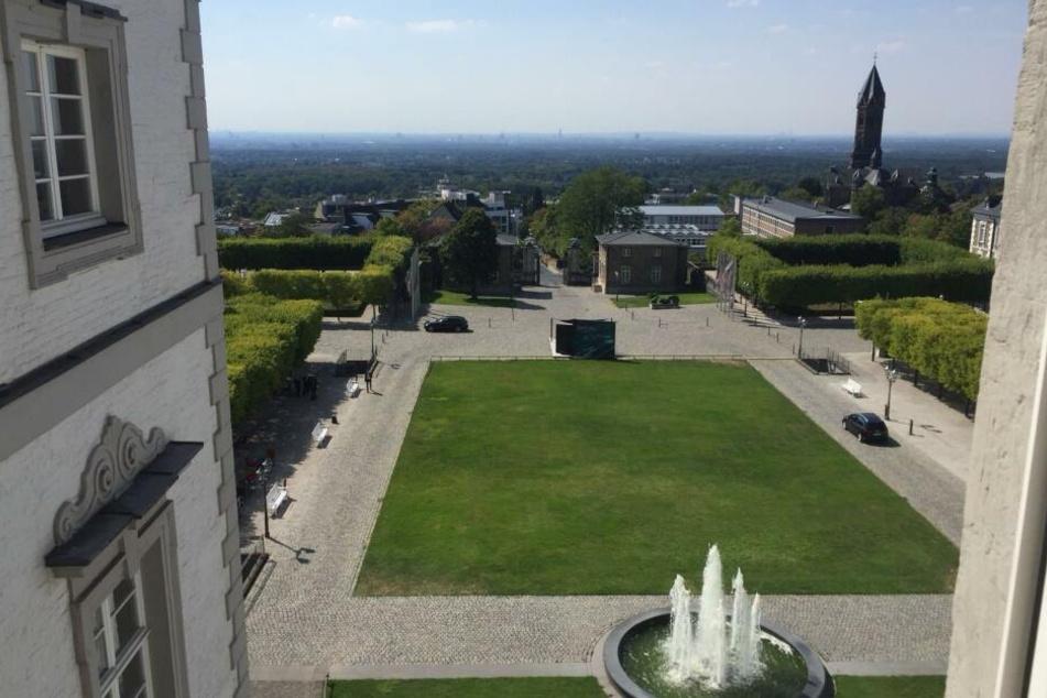 Das Bensberger Schloss bietet einen herrlichen Ausblick auf das benachbarte Köln - inklusive Domblick.