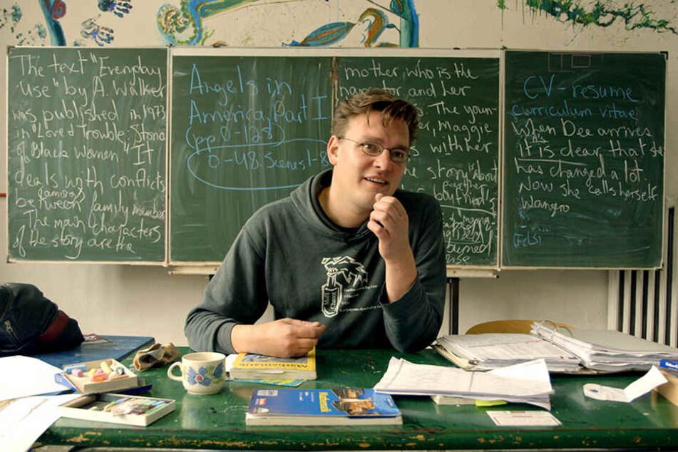 Simon, ein Mathelehrer, der gerne das alternative Schulkonzept vertritt.