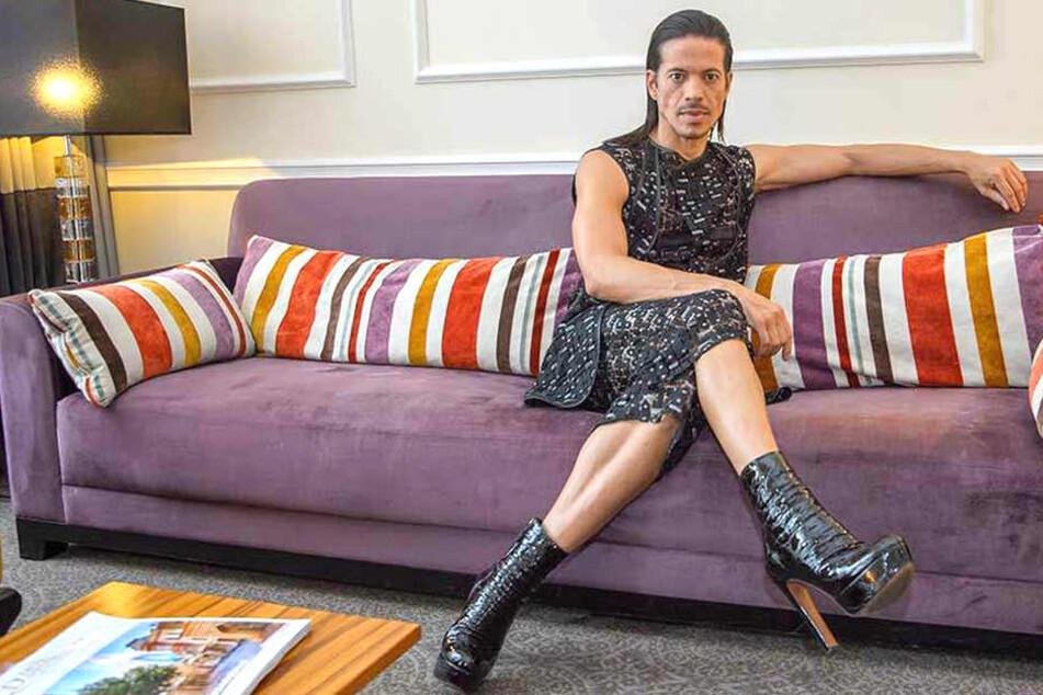 TV-Juror Jorge González fühlt sich in High-Heels am Wohlsten