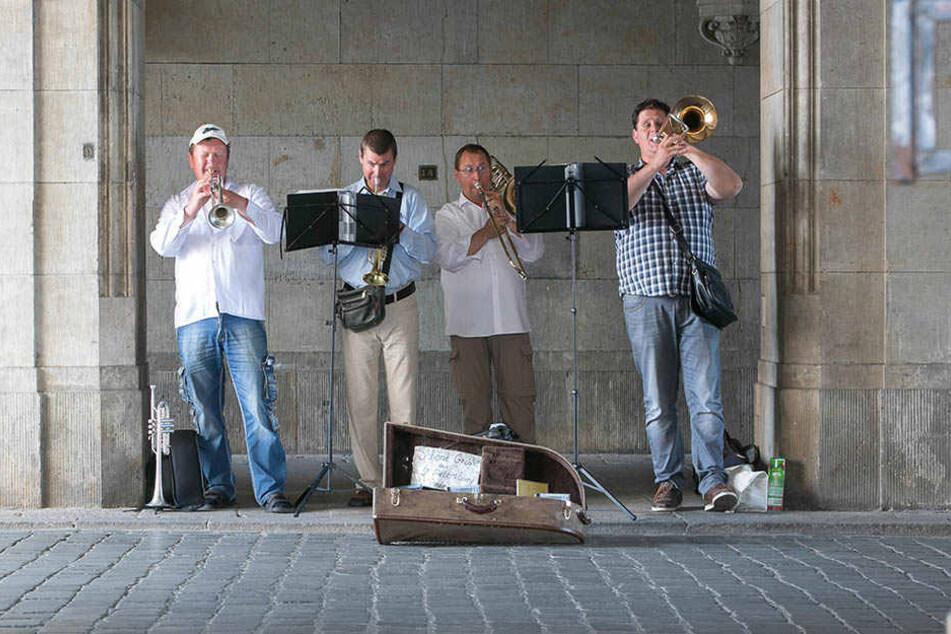Wer in Dresden zukünftig Straßenmusik machen will, braucht eine  kostenpflichtige Erlaubnis.