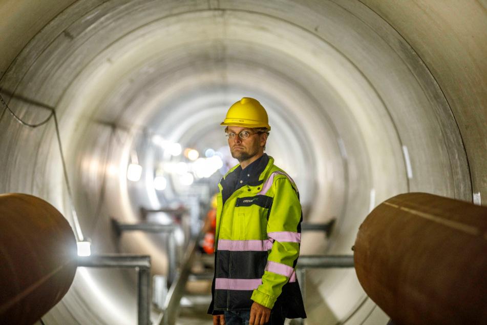 Elbdüker-Planer Ulrich Fürst (49) im 240 Meter langen Tunnel unter der Elbe.