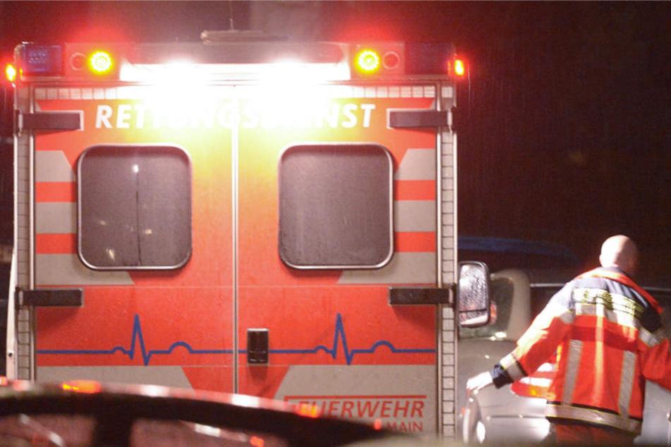 Die drei Verwundeten wurden in ein Krankenhaus gebracht (Symbolbild).