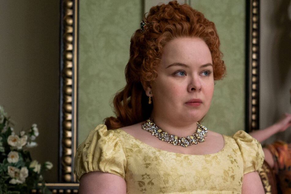 """Bridgerton star reveals she accidentally """"stabbed"""" her co-star on set!"""