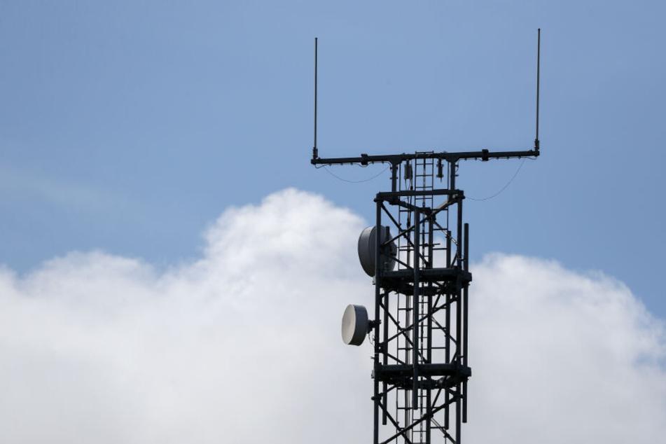 Ein Mobilfunkmast steht an der Autobahn A9. (Symbolbild)