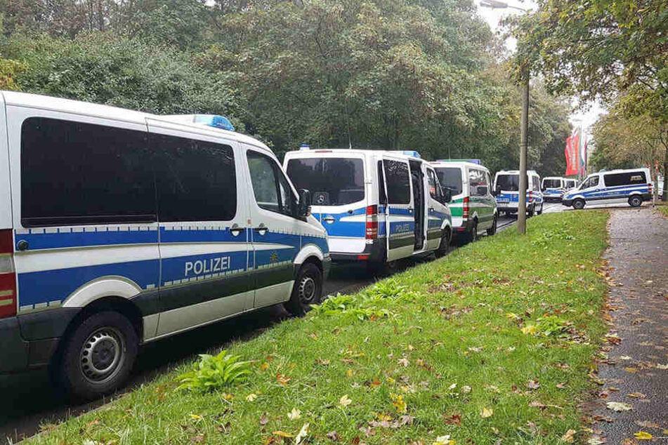 Etwa 150 Polizisten seien im Einsatz gewesen, um die Lage zu beruhigen. (Symbolbild)