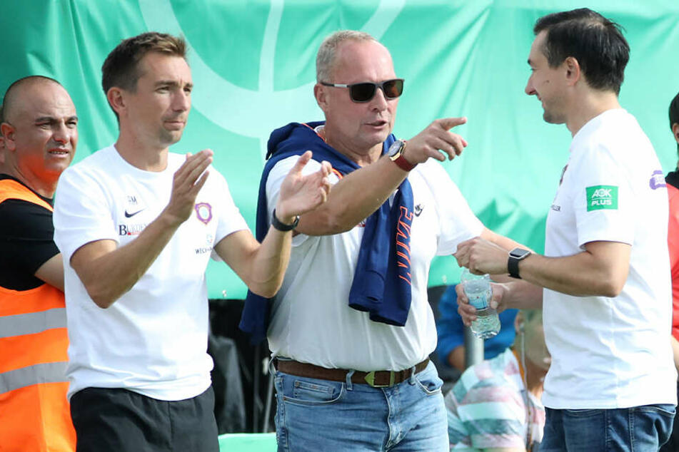 Helge Leonhardt (M.) mit André (l.) und Daniel Meyer.