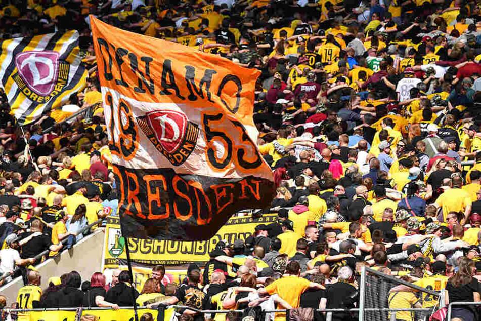 Das Gros der Zuschauer verhielt sich friedlich. Doch einige (wenige) Dynamo-Anhänger fielen gegen Union Berlin negativ auf.