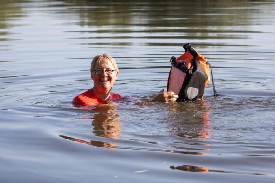 Anstatt einen Umweg von rund zehn Kilometern zu fahren, schwimmt die Ingenieurin einfach täglich durch den Main.