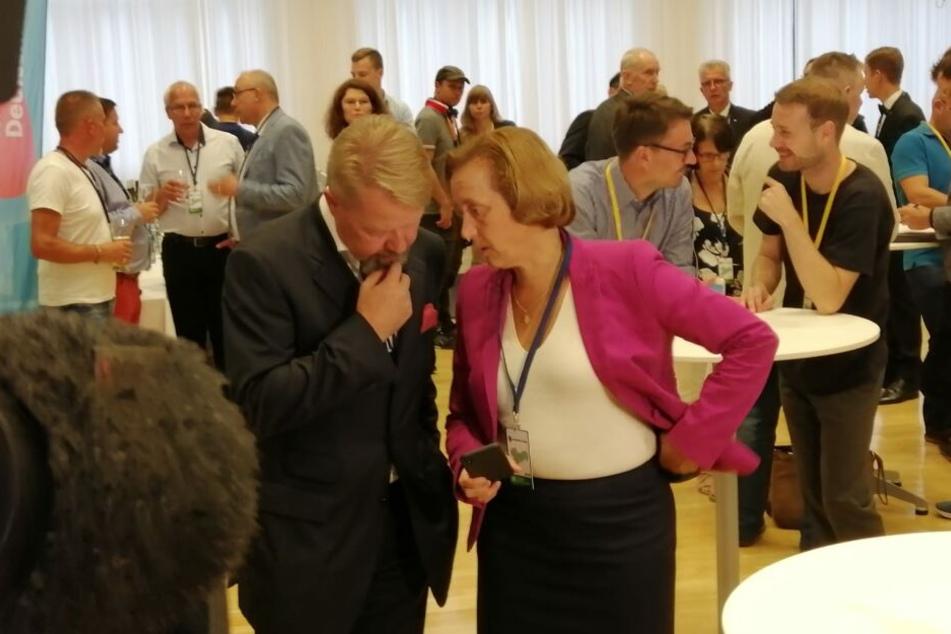 Beatrix von Storch im Gespräch mit AfD-Kandidaten Andreas Harlass.