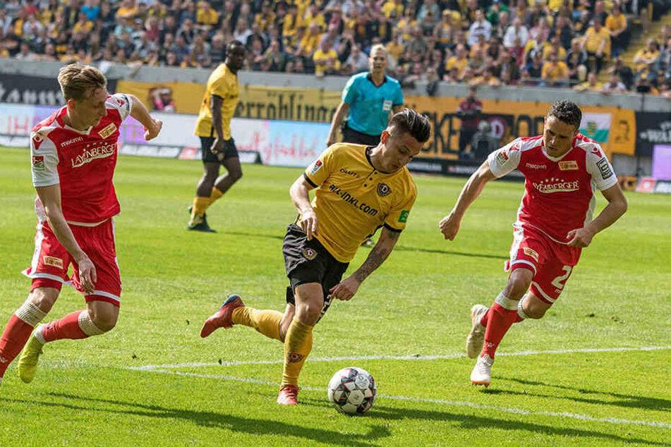 Wenn Baris Atik (M.) bei den Schwarz-Gelben einmal Tempo aufnimmt, ist er kaum zu halten. Die beiden Berliner hatten in dieser Szene nur das Nachsehen.
