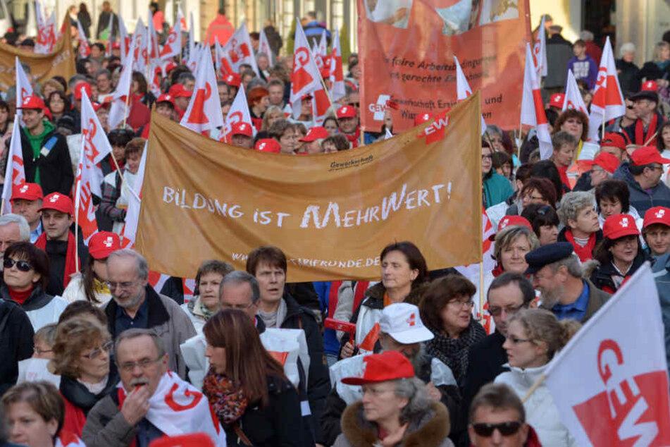 Beschäftigte des öffentlichen Dienstes demonstrieren (Archivfoto).