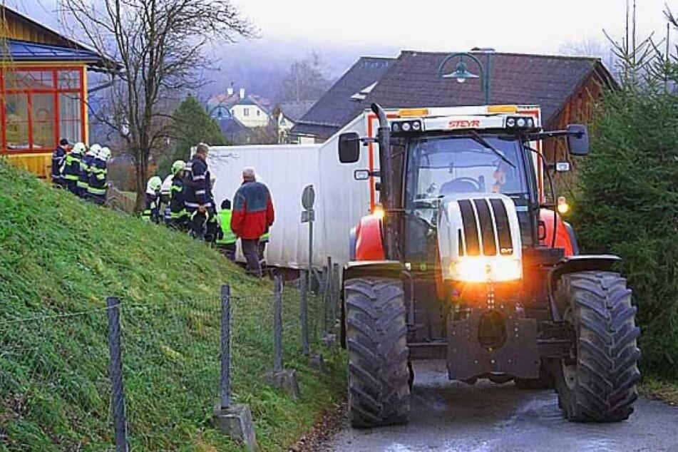 Die Feuerwehr war mit einem Traktor vor Ort.