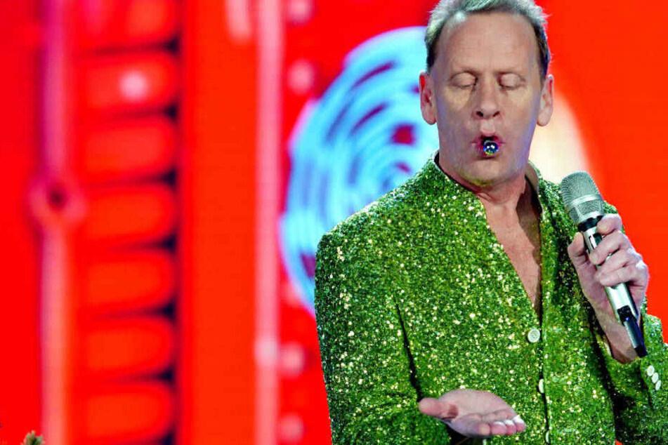 Welche Farbe darf es sein? Stevie spuckt die gewünschte Christbaum-Kugel aus.