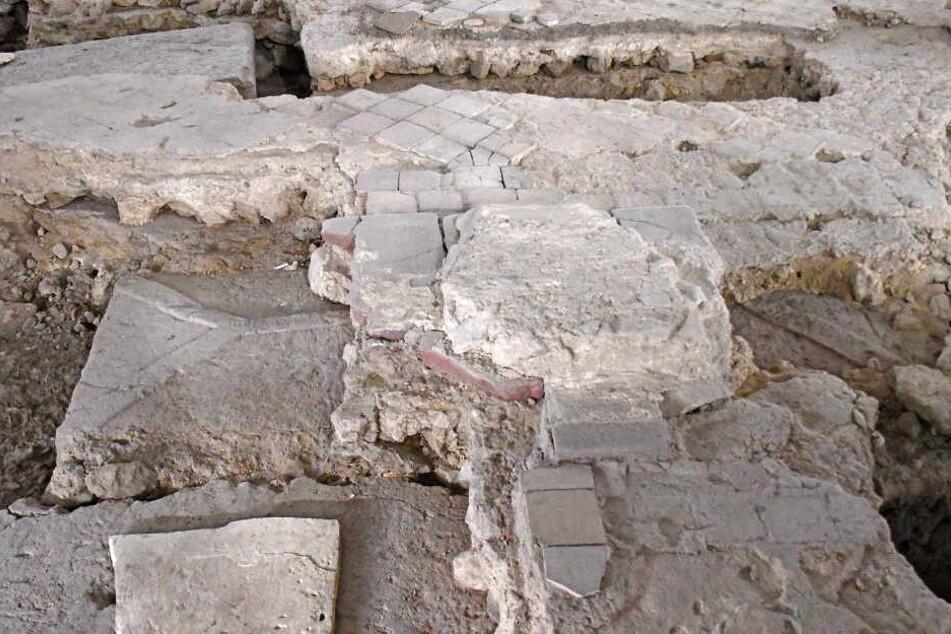 Der steinerne Sarg wurde bei archäologischen Grabungen 2018 freigelegt.
