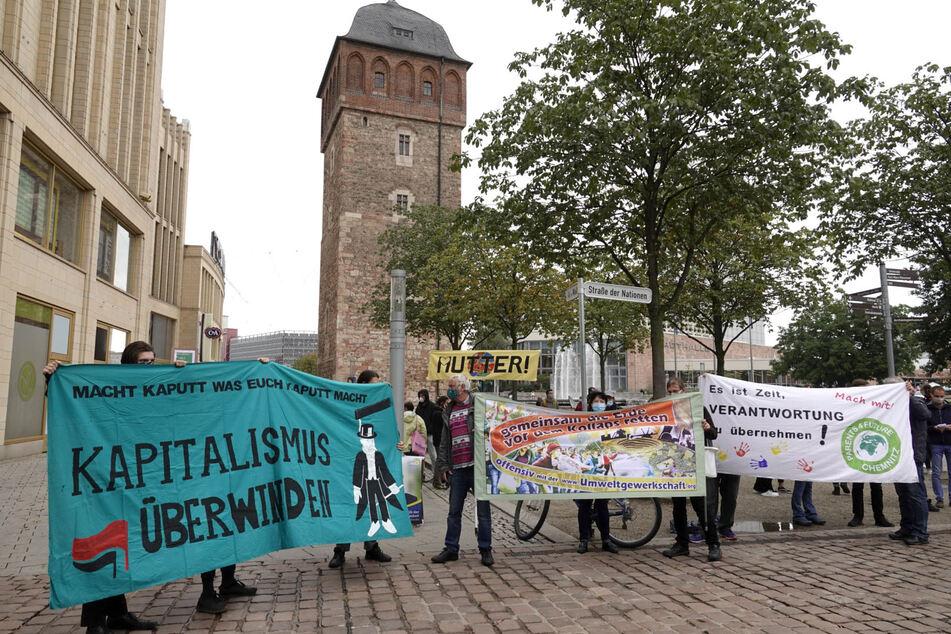 Die Klimaaktivisten haben sich am Freitagnachmittag am Roten Turm getroffen.