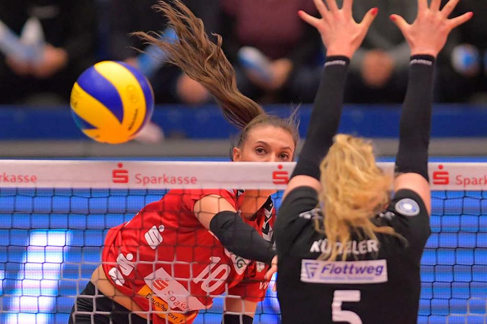 Die Neu-Dresdnerin Lena Stigrot steuerte 9 Punkte zum klaren Sieg gegen ihren Ex-Verein bei.