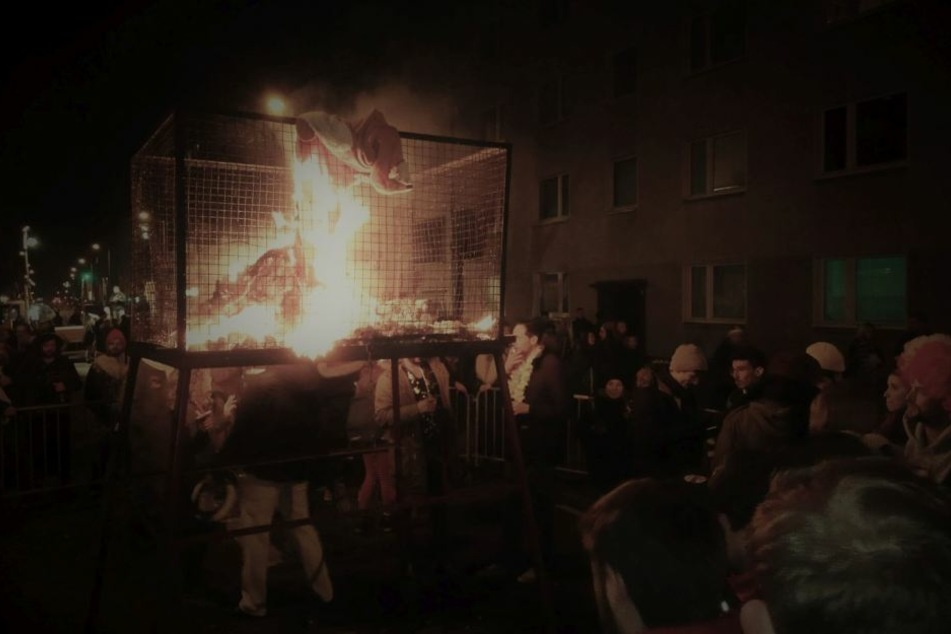 Ein Nubbel wird verbrannt.