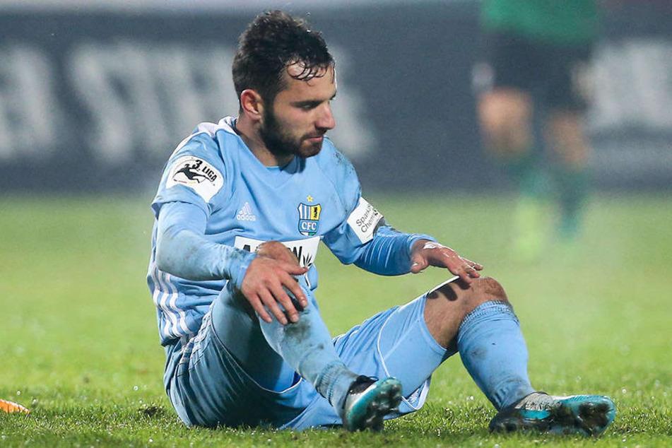 Okay Aydin am Boden. Der Deutsch-Türke ist die Enttäuschung der Hinrunde und könnte Chemnitz schon im Winter verlassen.