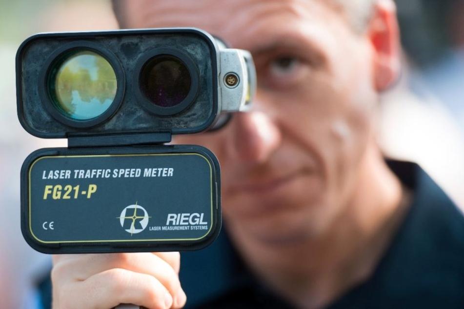 In einer Stunde raste ein Bielefelder vier Mal in die Tempokontrolle der Polizei Herford.