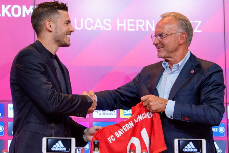 Lucas Hernández (r.) hat mit beim FC Bayern München in Zukunft große Ziele.