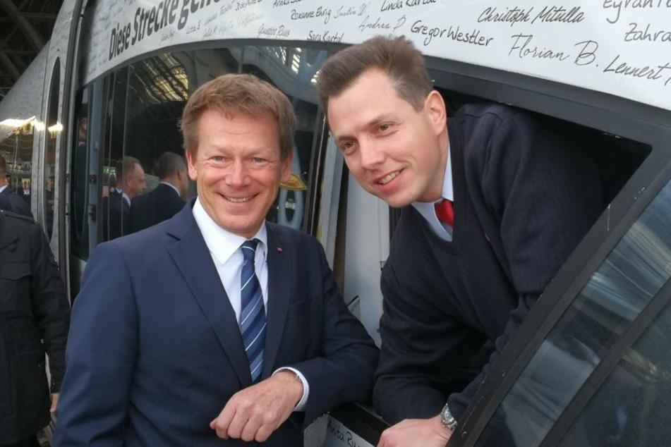 Der DB-Vorstandsvorsitzende Richard Lutz (l.) posierte neben dem Lokführer Martin Spiegelhauer, bevor es weiter nach Berlin ging.