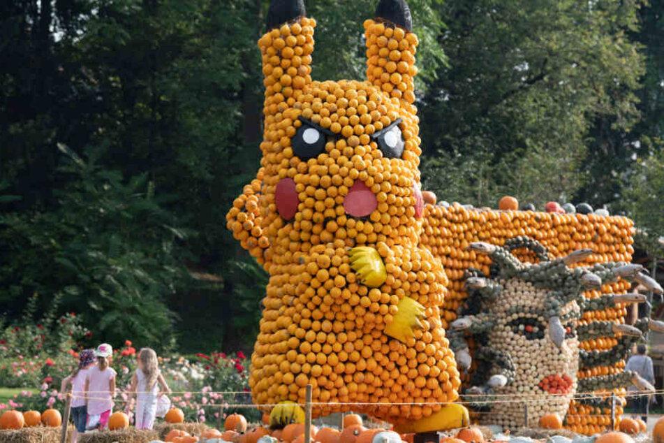 Eine aus Kürbissen gefertigte Figur des Pikatchu-Pokemons.