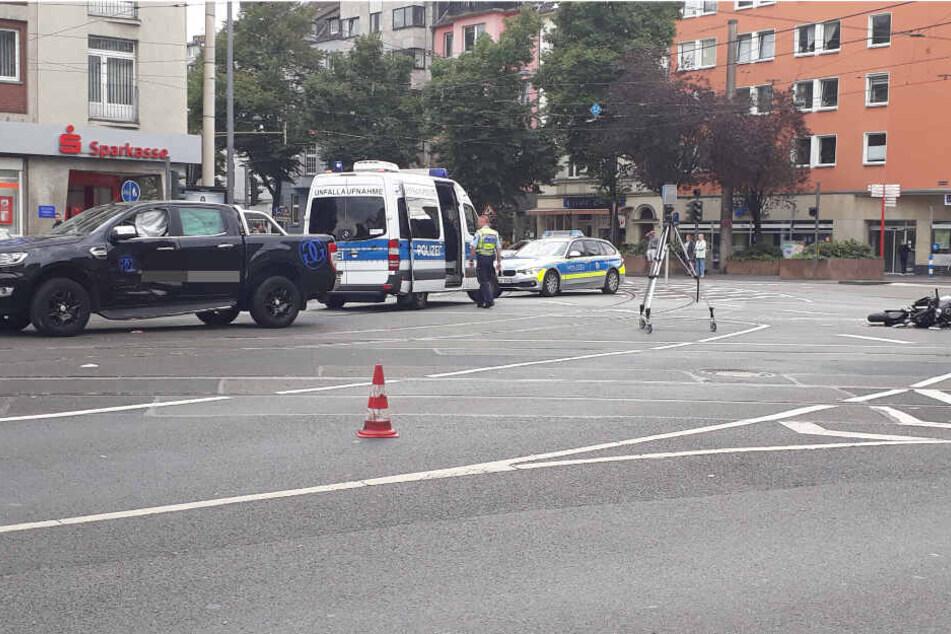 Schwer verletzt: Fahrschülerin in Deutz kracht in Pick-Up