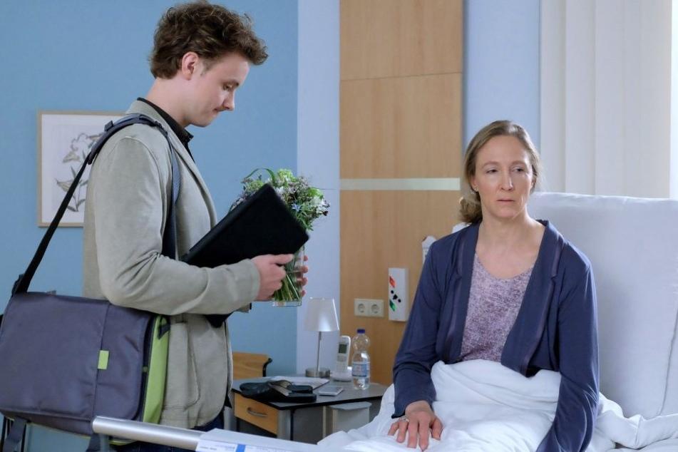 Speditionschefin Sonja Lindner wird von ihrem Buchhalter mit starken Bauchschmerzen in die Sachsenklinik eingeliefert.