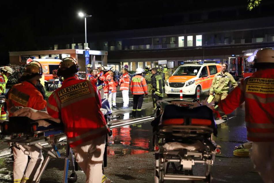 Etliche Patienten mussten gerettet und versorgt werden.