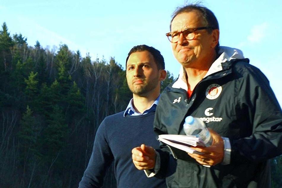 Zwei Trainer-Generationen. Ewald Lienen (63, vorn) und Domenico Tedesco (31)
