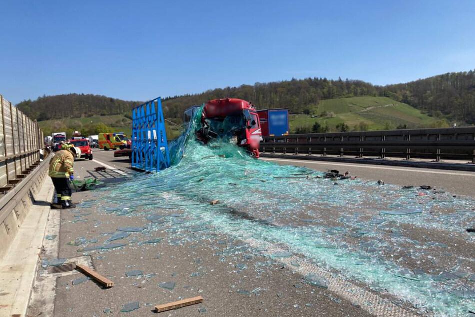 Unfall A6: Lastwagen kracht auf Vordermann: A6 voll gesperrt!