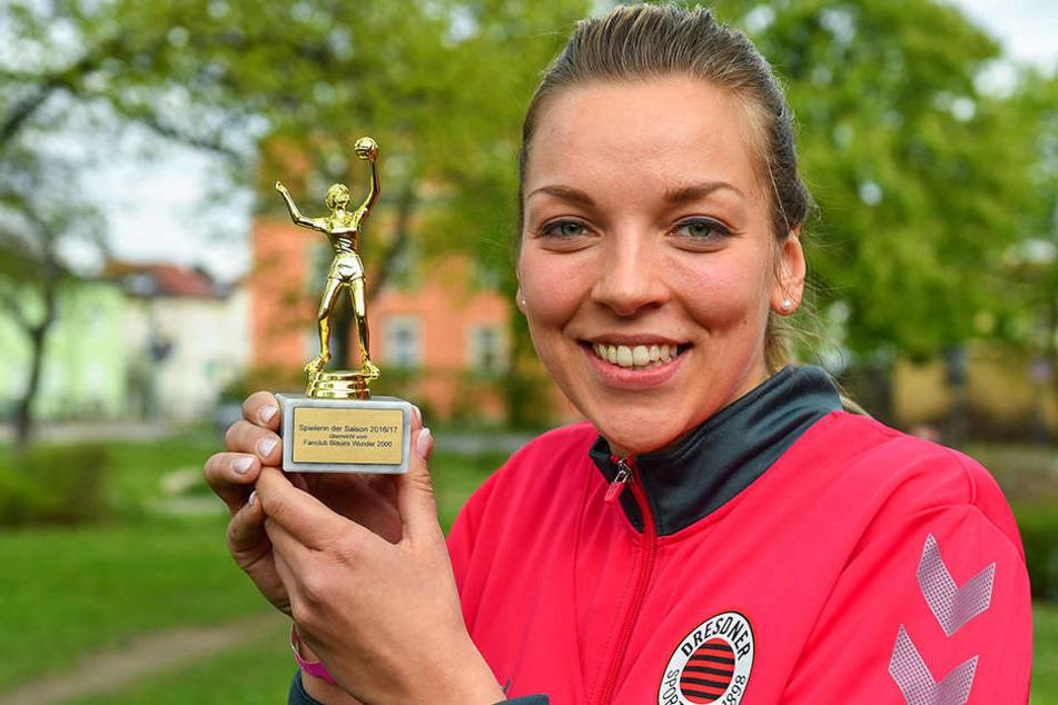 Kapitän und Angreiferin Katharina Schwabe freute sich über die Ehrung der Fans als Spielerin des Jahres.