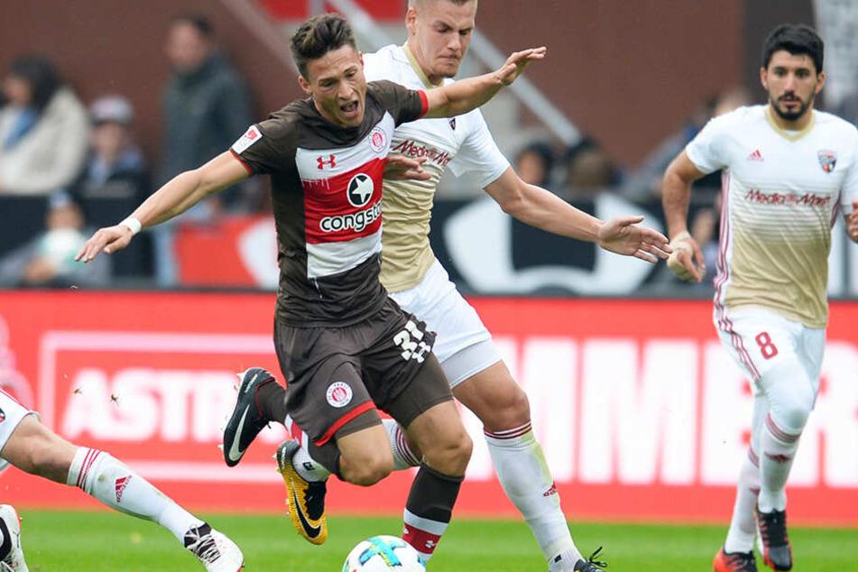 Maurice Litka (l., hier noch im Trikot seines Ex-Clubs FC St. Pauli, soll von Kevin Großkreutz ins Gesicht geschlagen worden sein.
