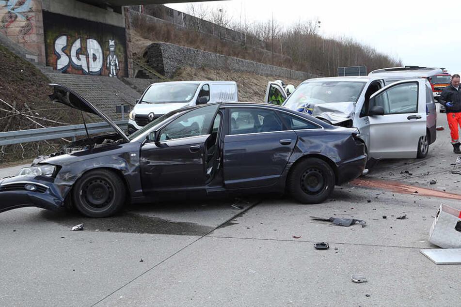 Auf der A 17 Richtung Prag ist es am Dienstagnachmittag zu einem Unfall gekommen.