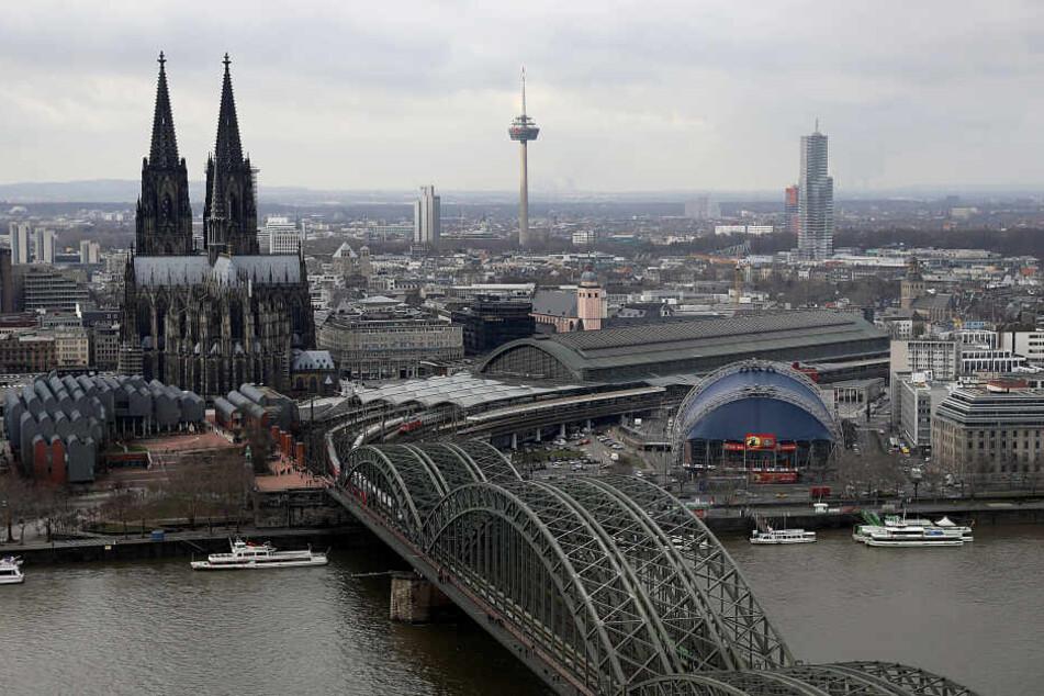 Die Stadt Köln rechnet nach einer Startphase mit bis zu 2000 Verleih-E-Scootern im Stadtgebiet (Symbolbild).