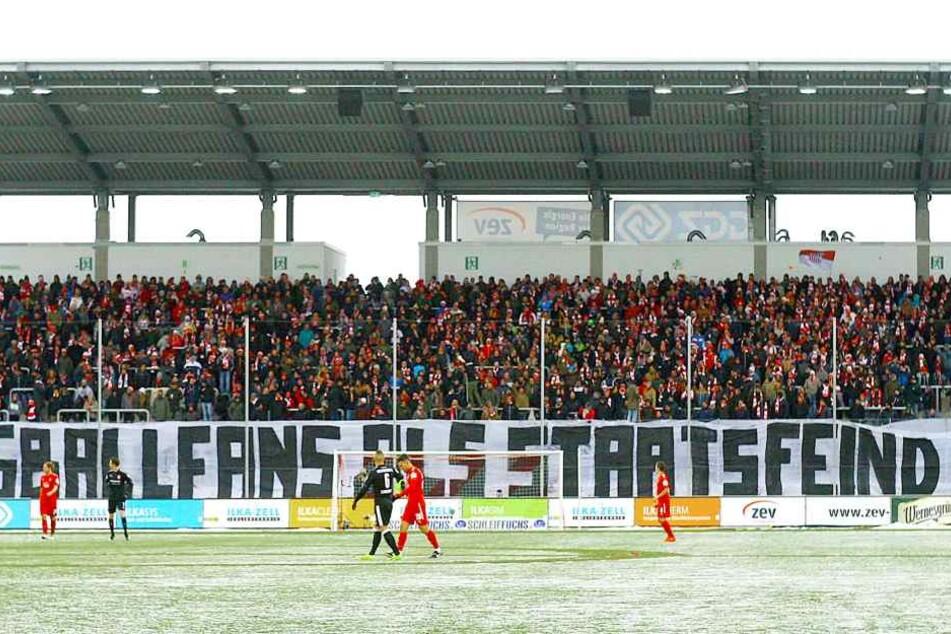 """In Zwickau sagten die Fans: """"Fußballfans als Staatsfeind Nr. 1""""."""