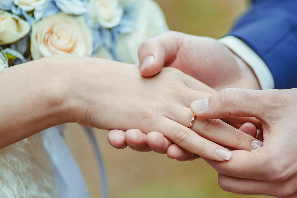 Frau lässt sich drei Minuten nach der Trauung wieder scheiden: Diesen Fehler hat der Bräutigam gemacht