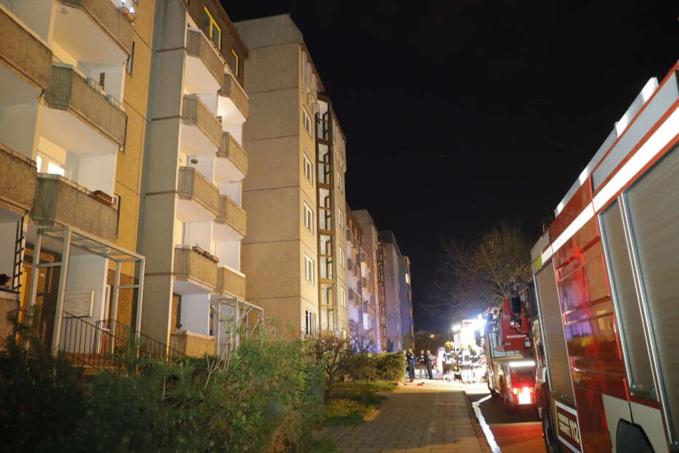 Beim Wohnhausbrand am 6. April 2019 in der Leipziger Straße wurde ein Bewohner verletzt. Die Feuerwehr konnte durch schnelles Eingreifen Schlimmeres verhindern.