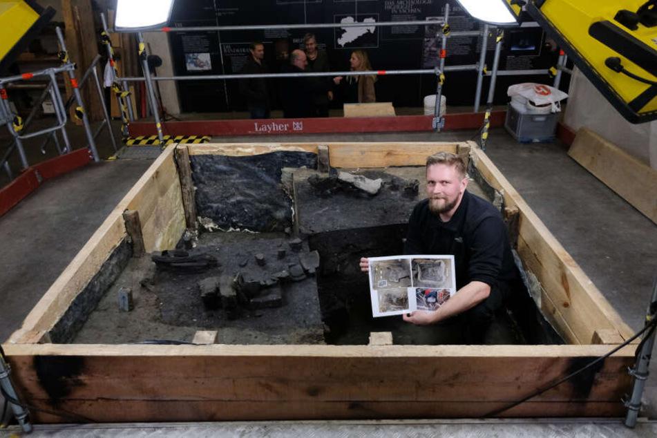 Er grub sich zentimeterweise durch fünf Meter Brunnenerde: Grabungsleiter Frank Schell sitzt im untersten Abschnitt des 7000 Jahre alten Holzbrunnens.